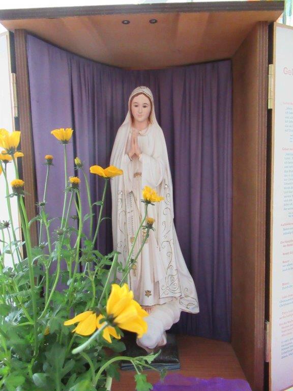 Heilige Messe mit Maiandacht